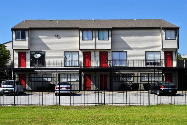 apartment-complex-2821981_1920